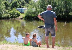 Camping mit Fischteich