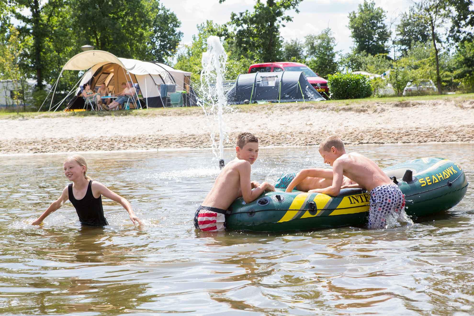 Himmelfahrt-Arrangement auf Fünf-Sterne-Campingplatz - Himmelfahrt-Arrangement am Wasser