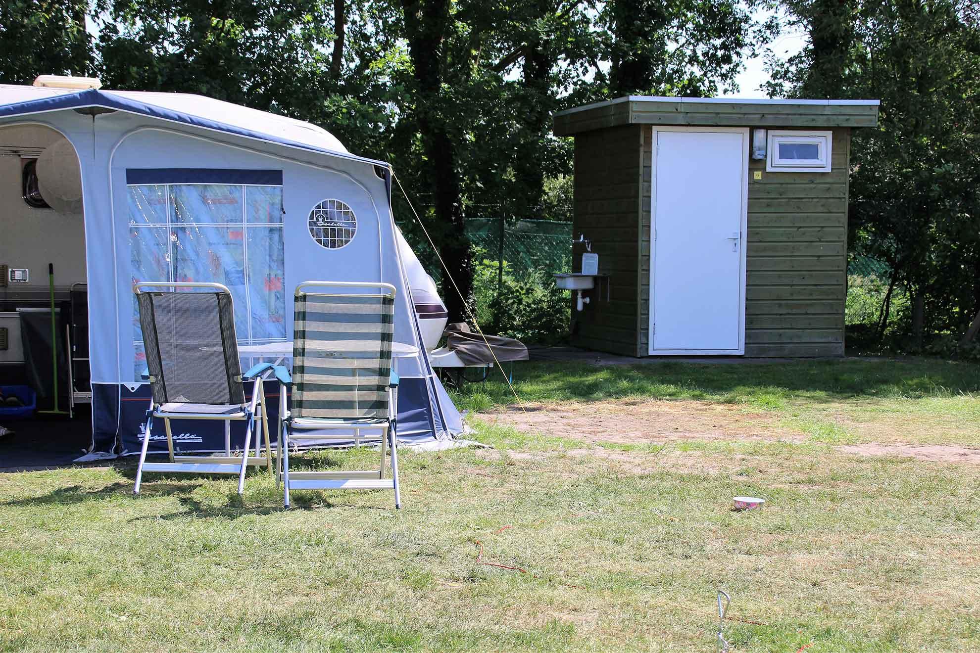 Stellplatz mit eigenem Bad auf Ferienpark Het Stoetenslagh - Stellplatz mit ein eigenem Bad